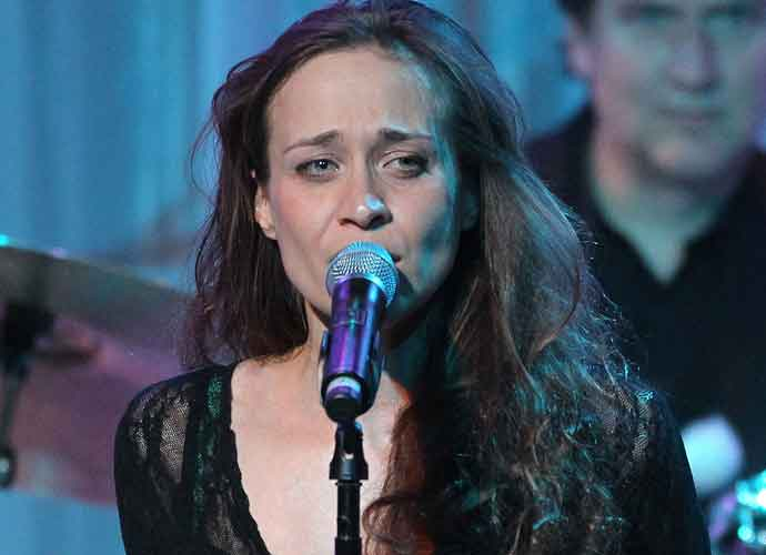 "Fiona Apple Pens Song, ""Tiny Hands,"" For Women's March On Washington"