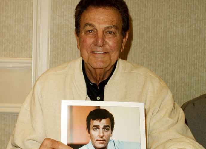 Mike Connors, TV Detective On 'Mannix,' Dies At 91 From Leukemia