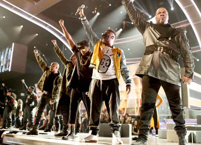 2017 Grammys: Busta Rhymes Calls Trump 'President Agent Orange' During A Tribe Called Quest Performance