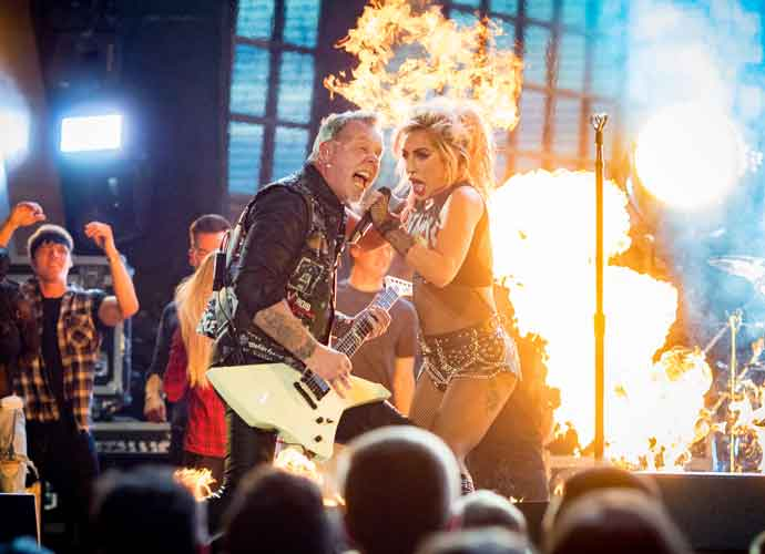 "Metallica & Lady Gaga Play ""Moth Into Flame"" At Grammys 2017 Despite Mic Issues [VIDEO]"