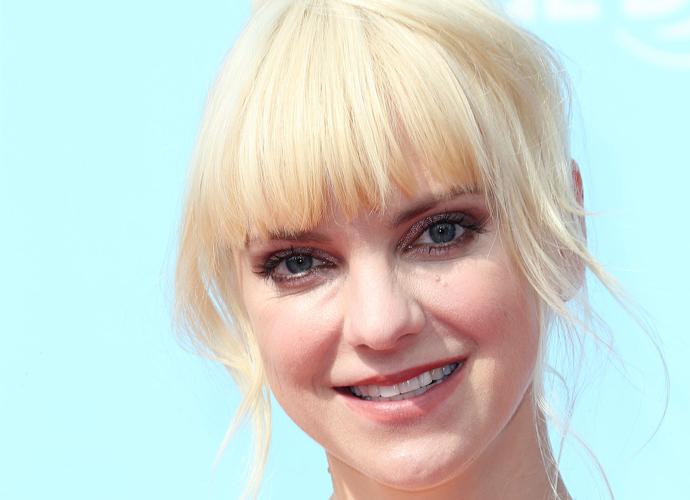 'Overboard' Remake: Anna Faris and Eugenio Derbez To Star Movie Reboot