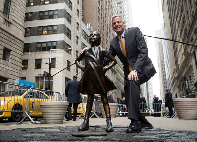 'Sketchy Dog' Statue Temporarily Placed Next To 'Fearless Girl' & 'Charging Bull'