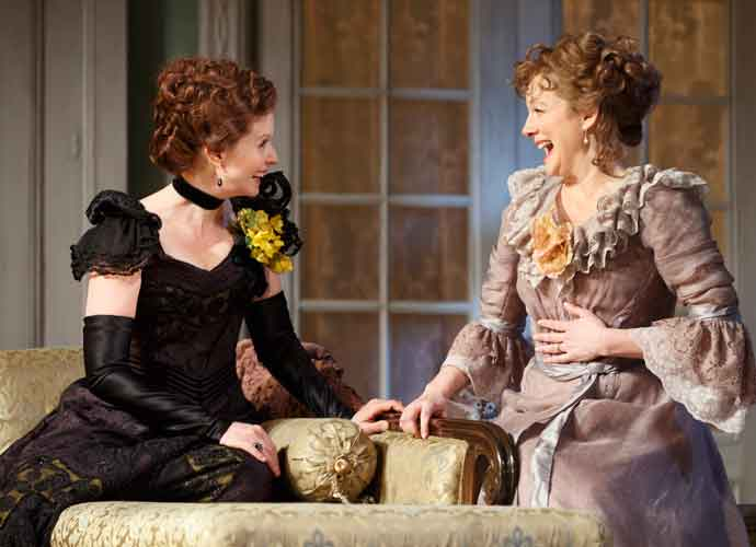 'Little Foxes' Theater Review: Laura Linney & Cynthia Nixon Swap The Role Of A Lifetime