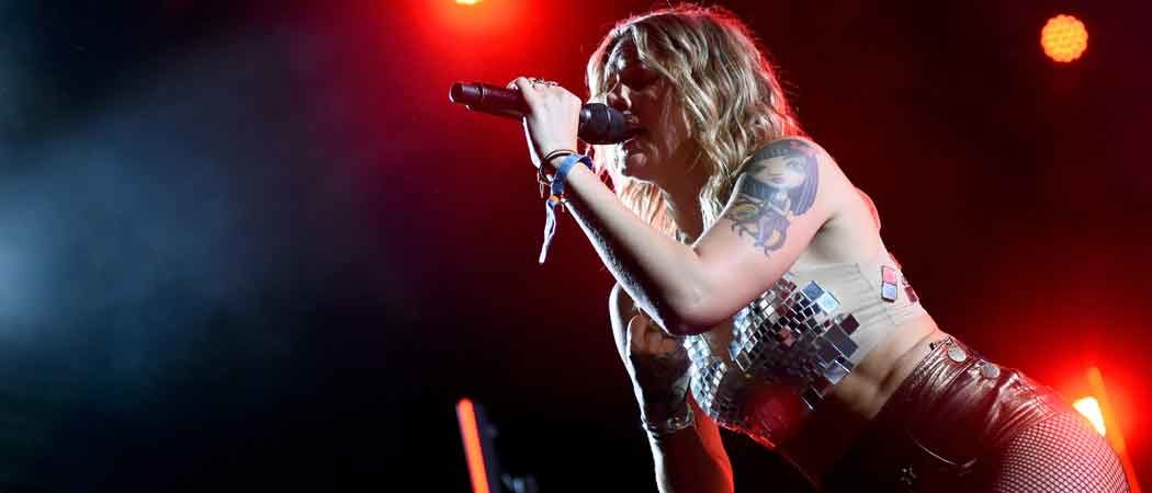 Tove Lo Flashes Fans Her Breasts At Coachella Alongside Wiz Khalifa [NSFW PHOTOS]