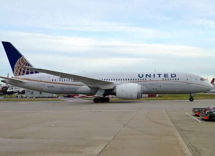 United Airlines Drags Man Off Overbook Airplane To Make Room For Employees [VIDEO]