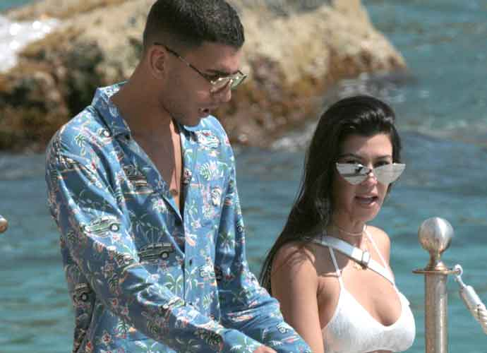 Kourtney Kardashian & Boyfriend Younes Bendjima Enjoy Beach At Cannes [PHOTOS]