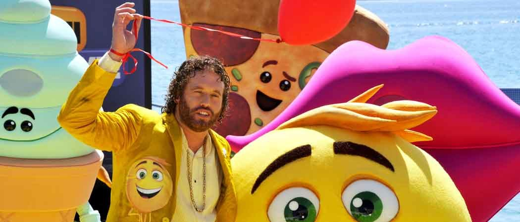 T.J. Miller Parasails Into The Cannes Film Festival 2017 For 'The Emoji Movie' [VIDEO]