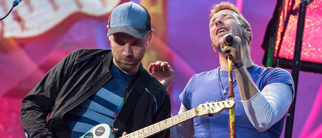 Coldplay's Chris Martin & Johnny Buckland Perform In Sweden During 'A Head Full Of Dreams' Tour