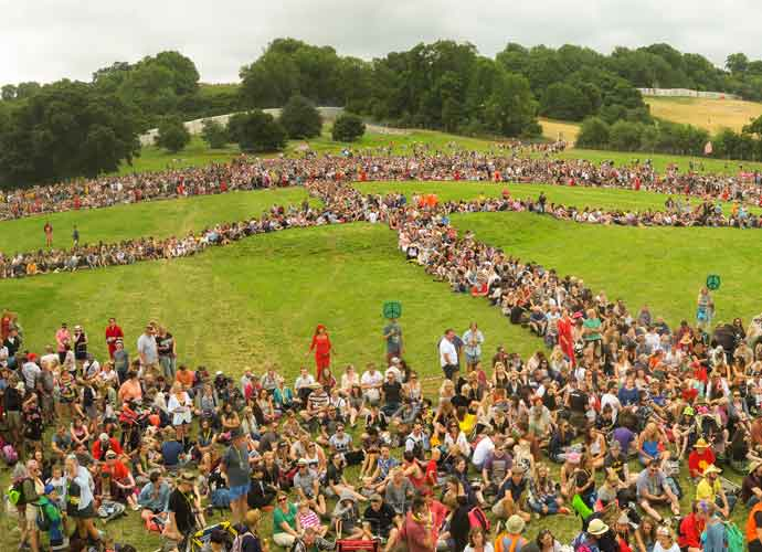 Glastonbury Festival Goers Break Record For Largest Human Peace Sign