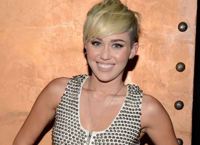 Miley Cyrus Rewrites Santa Baby On 'The Tonight Show'