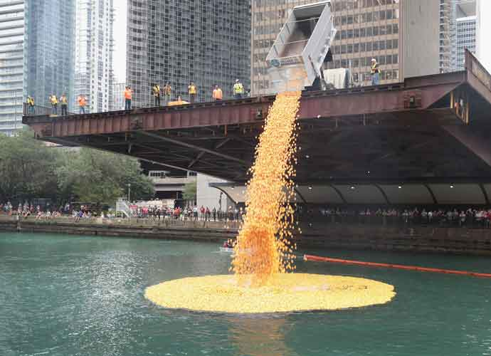 Nearly 60,000 Rubber Ducks Dropped Into Chicago River In Annual Race [PHOTOS]