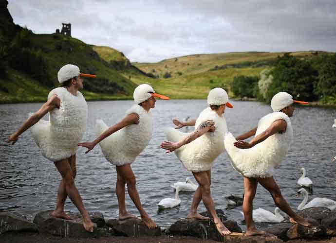 'Tutu' Dancers Perform 'Swan Lake' Spoof At Edinburgh Fringe Festival