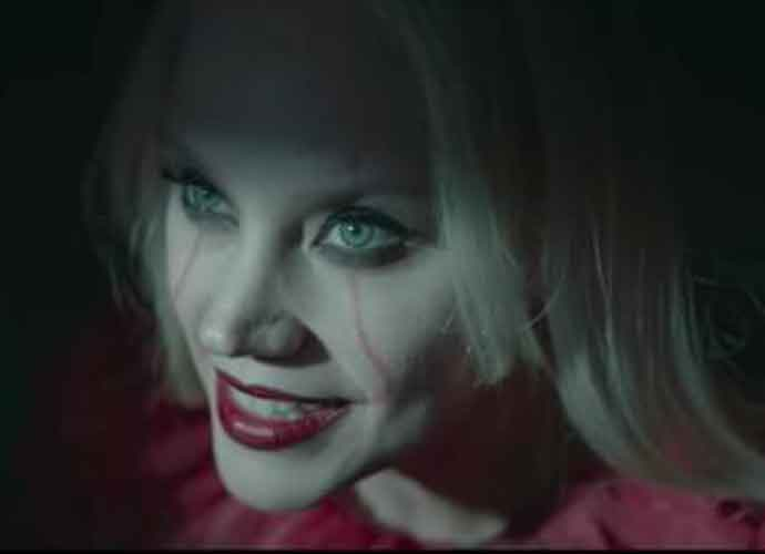 Kate McKinnon Plays Kellyanne Conway As Pennywise The Clown From 'It' In 'SNL' Parody