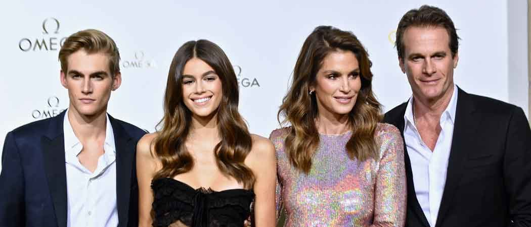 Cindy Crawford & Kids Kaia & Presley Gerber Walk Red Carpet In Paris
