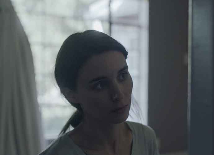 'A Ghost Story' Blu-ray Review: Rooney Mara Shines In Slow But Emotional Homecoming Story