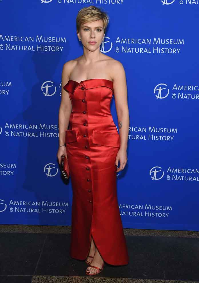 Scarlett Johansson & Colin Jost Make First Public Appearance As Couple At Natural History Museum Gala