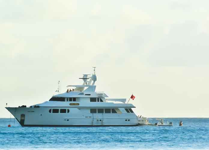 Simon Cowell Moors Yacht In Barbados For New Year's Eve