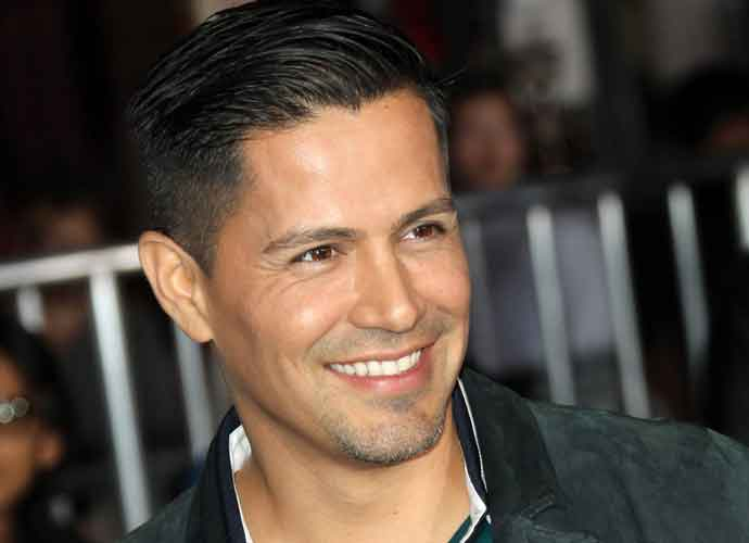 Jay Hernandez Cast In Lead Role In 'Magnum, P.I.' Reboot