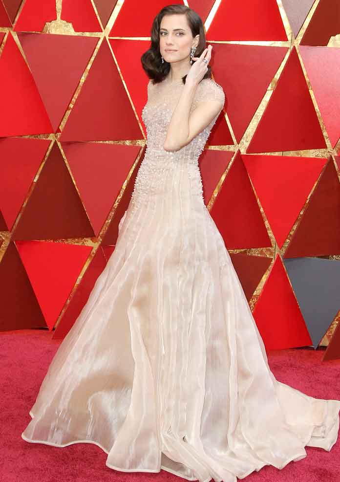 Allison Williams Channels An Old Hollywood Style In Giorgio Armani Dress At Oscars 2018