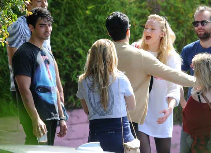 Joe Jonas & Sophie Turner Greet Friends After Gym Session [PHOTOS]