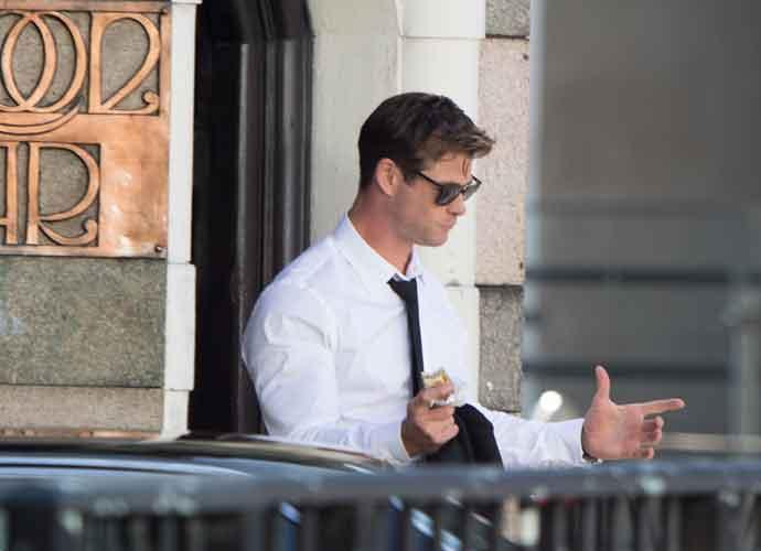 Chris Hemsworth Seen Behind The Scenes Of 'Men In Black' Movie