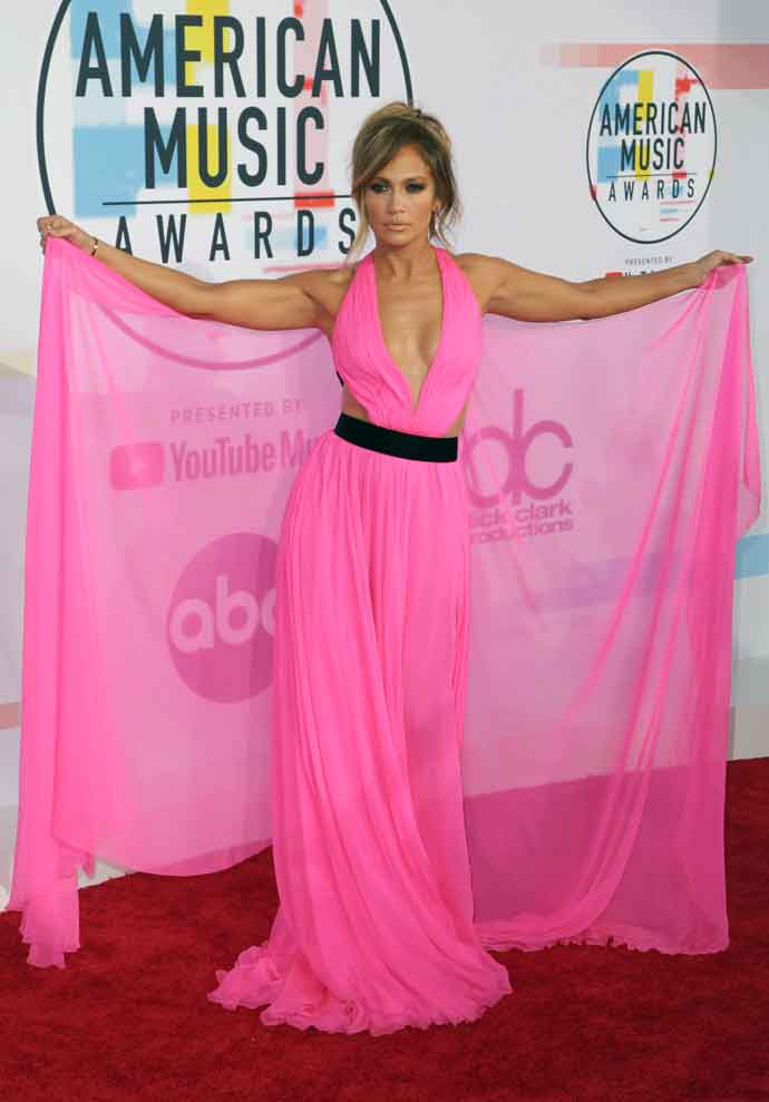 Jennifer Lopez Wears Electric Pink Dress On The Red Carpet At 2018 American Music Awards