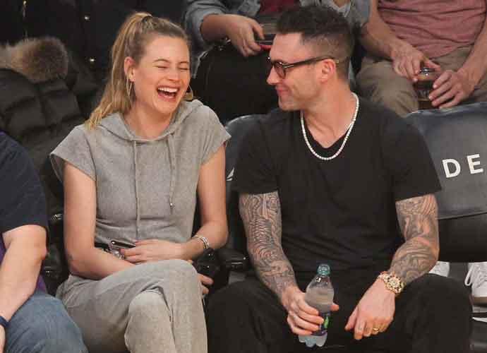 Adam Levine Makes Wife Behati Prinsloo Laugh At Lakers Game