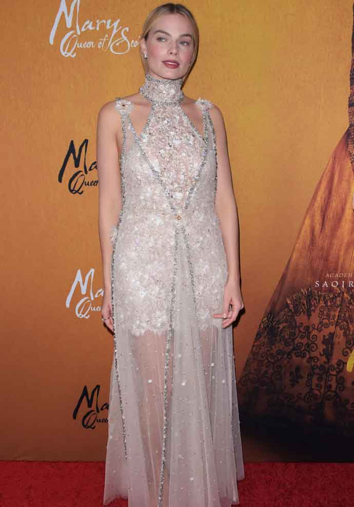 Margot Robbie Looks Glam At Premiere Of New Film 'Mary Queen Of Scots'