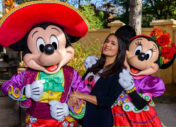 Salma Hayek Poses With Mickey And Minnie Mouse At Disney Land Paris