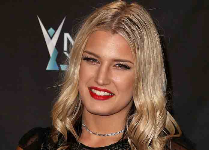 WWE Star Toni Storm Nude Photos Leaked, Paige & Wrestling Fans Back Her