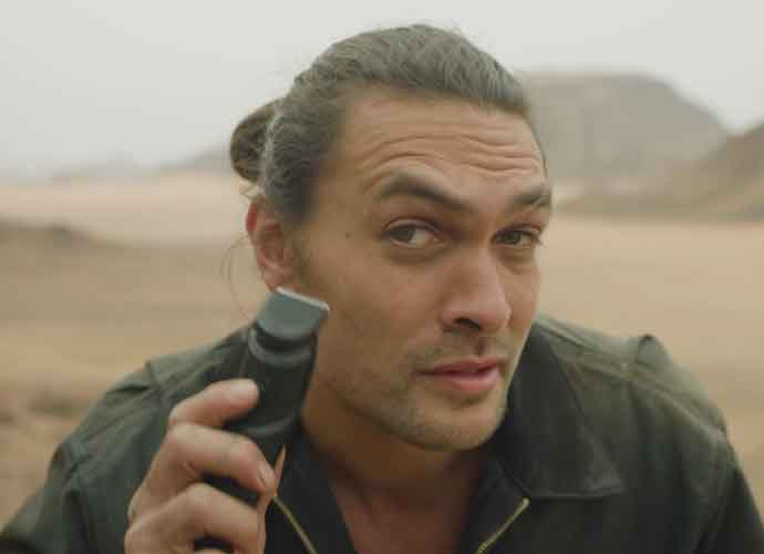 Jason Momoa Shaves Off Beard To Support The  Environment
