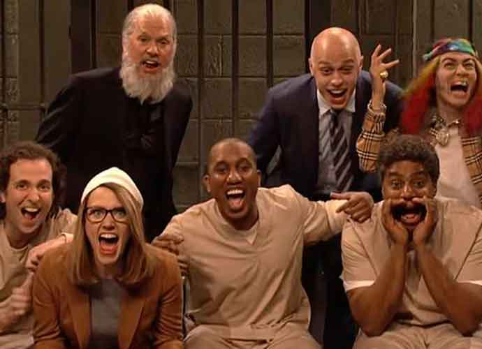'SNL's Cold Open Takes Aim At Lori Loughlin And Julian Assange [VIDEO]