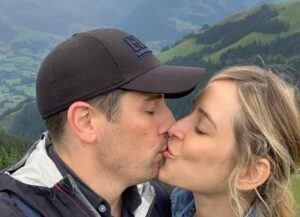Jenny Mollen & Jason Biggs Smooch On Austrian Mountaintop