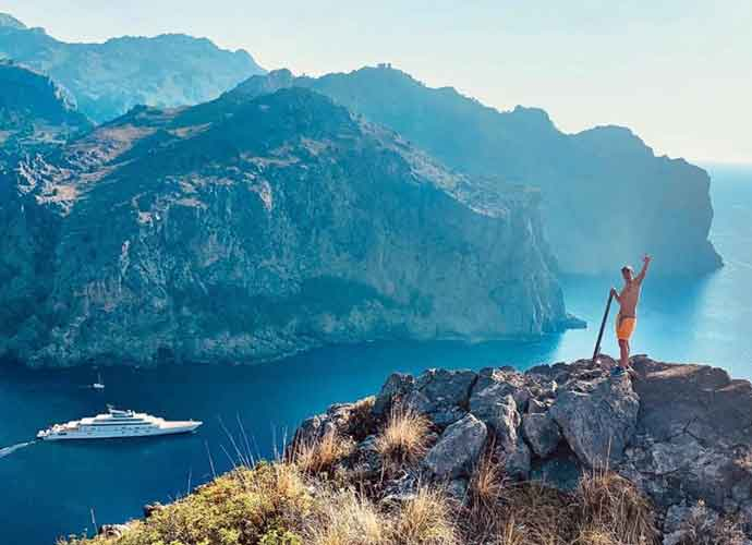 Shirtless Orlando Bloom Hikes With Fiancée Katy Perry In Mallorca, Spain