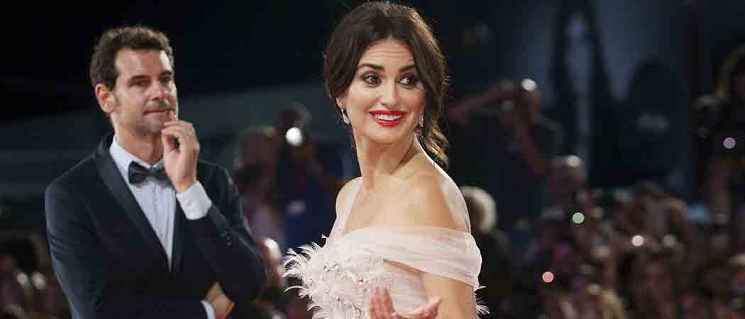 Penelope Cruz Stuns In Ralph & Russo Gown For 'Wasp Network' Premiere At Venice Film Festival