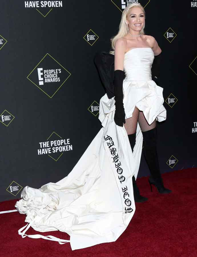 Gwen Stefani Stuns In White 'Fashion Icon' Gown At People's Choice Awards