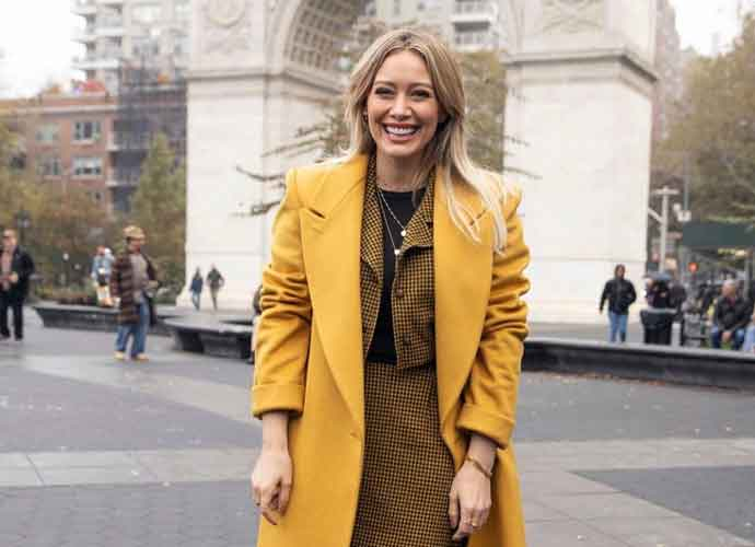 Hillary Duff Smiles In New York City Shooting 'Lizzie McGuire' Reboot