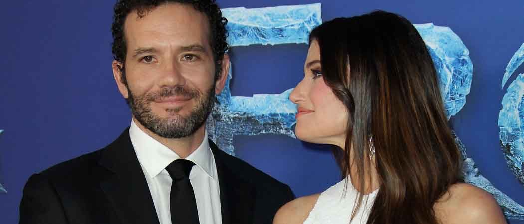 Idina Menzel & Husband Aaron Lohr Cuddle Up At 'Frozen II' Premiere