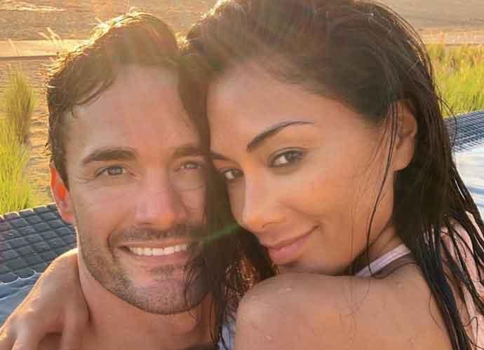 Nicole Scherzinger & Boyfriend Thom Evans Get Wet In Cabos San Lucas [Photos]
