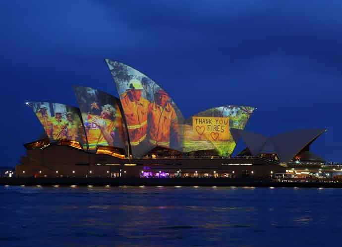 Sydney Opera House Projects Images of Australian Wild Fires On Its 'Sails' [Photos]