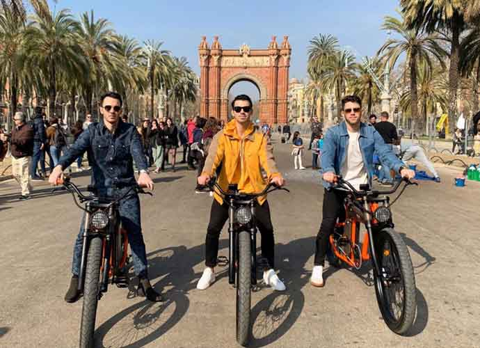 Jonas Brothers Go Biking In Barcelona