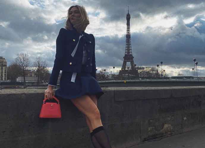 Karlie Kloss Poses In Front Eiffel Tower In Paris
