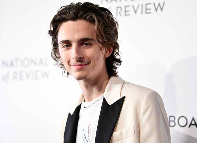 Timothée Chalamet Spotted Kissing New Girlfriend, Mexican Actress Eiza Gonzalez, In Cabo