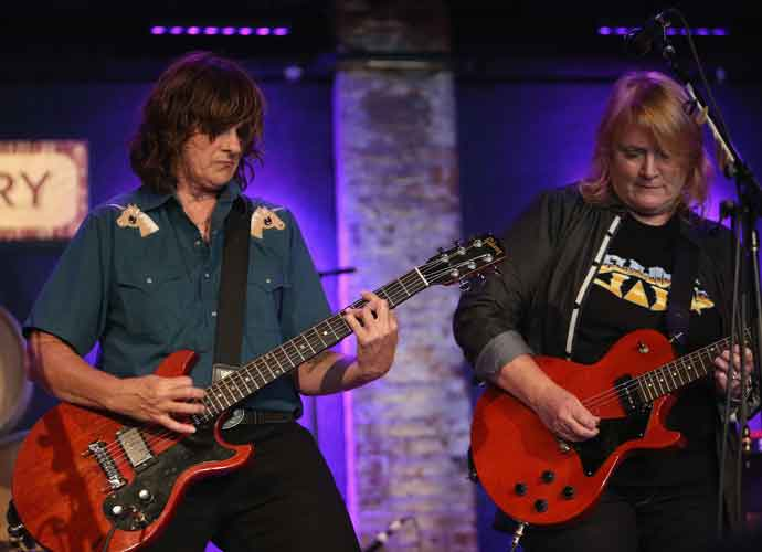 Indigo Girls Reschedule Concert Dates To 2021 [Dates, Deals & Ticket Info]