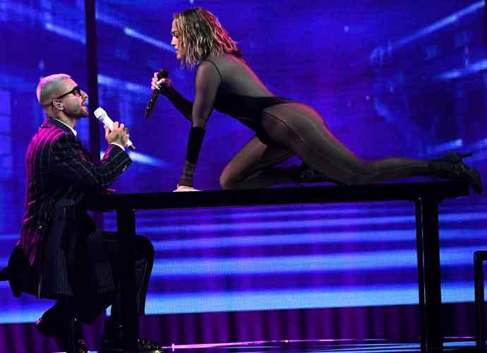 J. Lo Does Sexy Duet With Maluma At AMAs