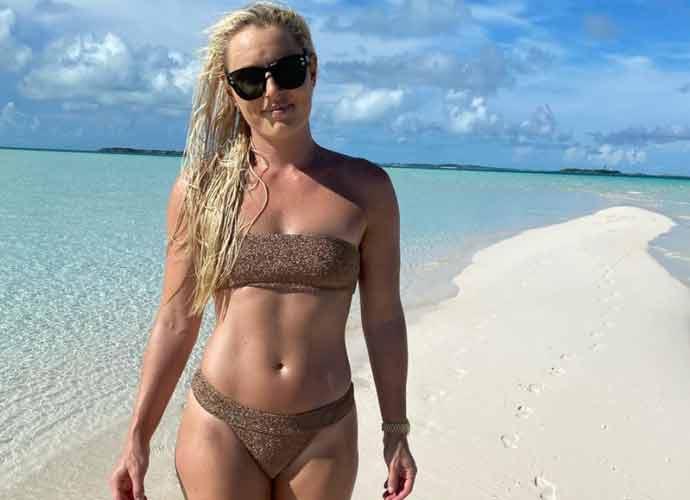 Lindsey Vonn Shows Off Sexy Bikini Photos, Slams Body Shamers