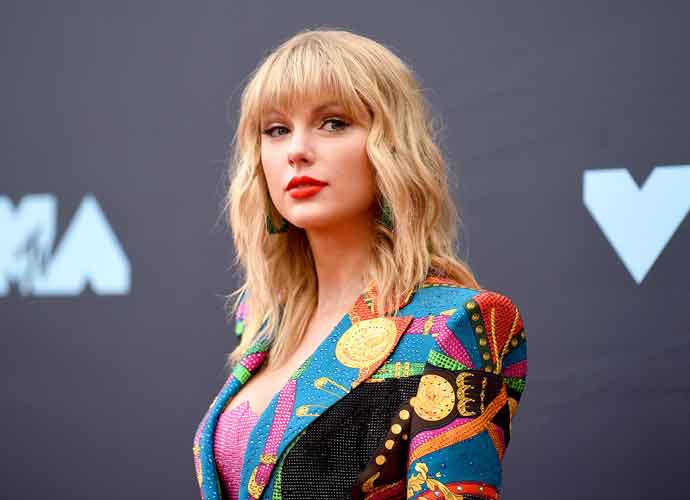 Taylor Swift Announces 'Fearless' Re-Recording