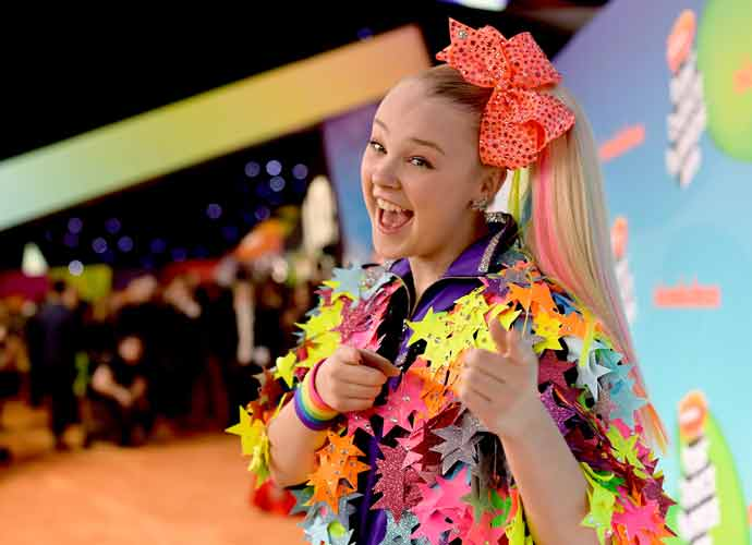 Jojo Siwa Shares That Her 'Amazing' Girlfriend Encouraged Her to Come Out Publicly