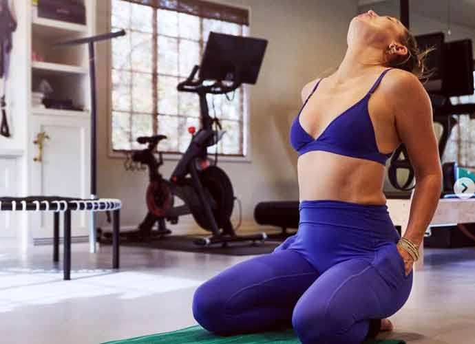 Kate Hudson Works Out In Fabletics In Home Gym
