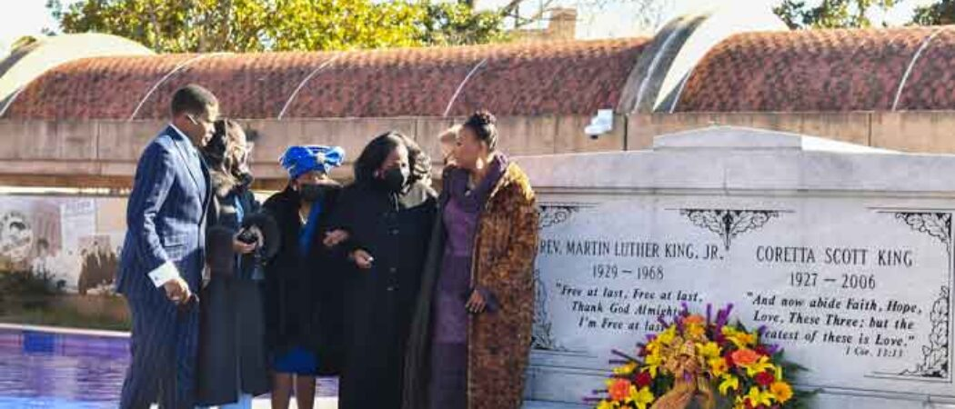 Martin Luther King Jr.'s Family Visits Grave In Remembrance